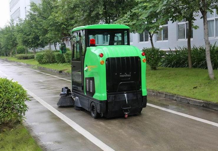 扫地车-车载警示灯的应用